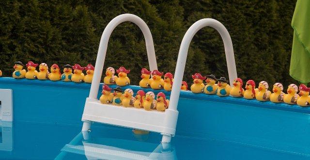 Bestway le migliori piscine fuori terra per il tuo giardino for Luci per piscina fuori terra