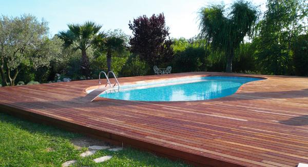 Pavimenti in legno per esterni in quadrotte e decking per - Pavimenti bordo piscina in legno ...