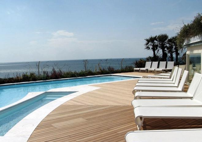 Pavimenti in legno per esterni in quadrotte e decking per - Blog piscine interrate ...