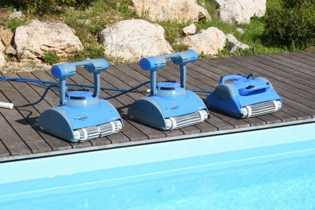 Nuovi robot piscina dolphin master by maytronics blog for Robot piscine maytronics