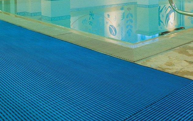 Tappetini antiscivolo per piscine sicurezza e igiene blog piscine - Tappetino per piscina ...