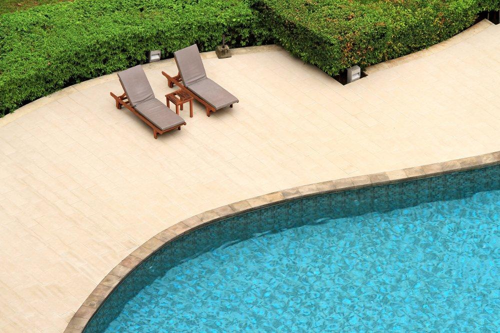 Come proteggere la zona solarium durante la stagione invernale - Chiusura invernale piscina ...