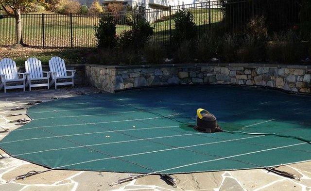 pompa svuota teli per eliminare l'acqua stagnate dalle coperture invernali