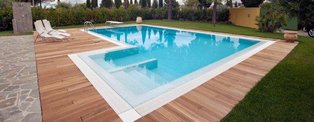Costo di una piscina accessoriata