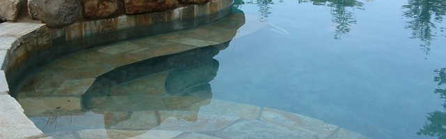 Rivestimenti per piscine in pietra naturale