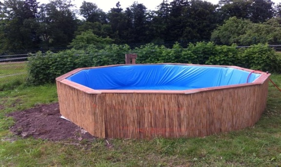 Costruire una piscina con i pallet ecco come fare - Piscina fai da te ...