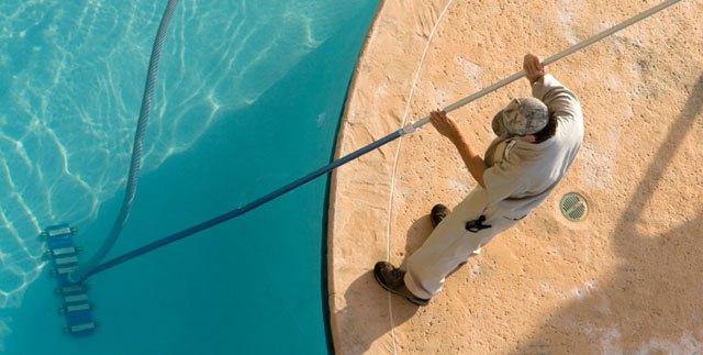 Aspirazione manuale piscina