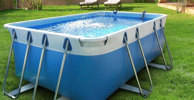 montare piscina fuori terra su prato