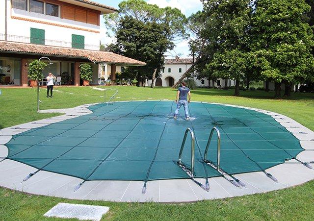 Come scegliere la copertura invernale per piscina più adatta a te