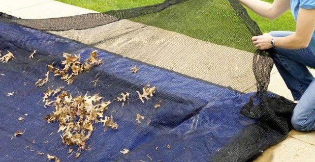 rimuovere le foglie dalla copertura invernale