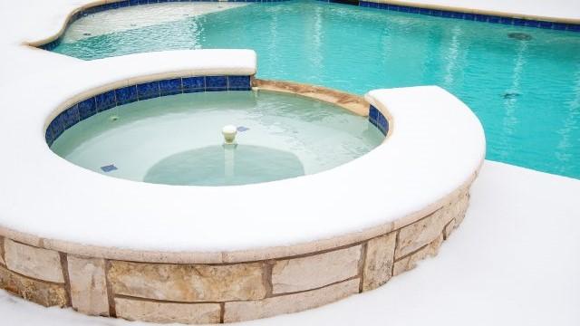 manutenzione invernale piscina contro ghiaccio