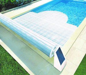 Coperture a tapparella per piscina con pannelli solari