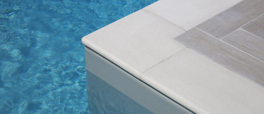 Bordi piscina in pietra ricostruita