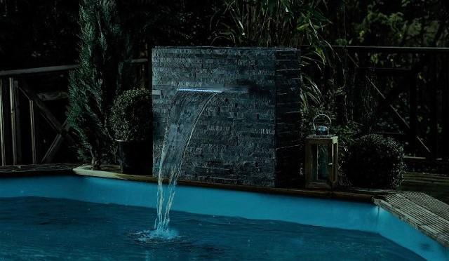 illuminazione piscina scenografica