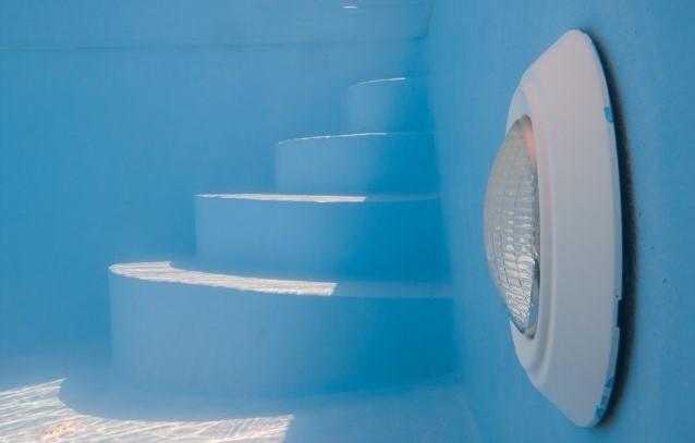 illuminazione piscina subacquea a parete