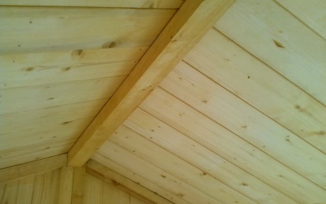 Casette in legno a bordo piscina vantaggi permessi e for Permessi per case in legno