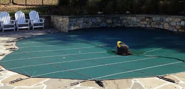 riaprire la piscina asciugare la copertura