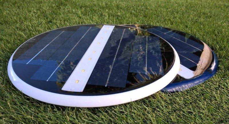 lampada solare per illuminare la piscina