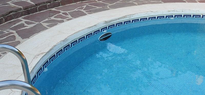 Come illuminare la piscina a costo zero con la lampada - Costo manutenzione piscina ...