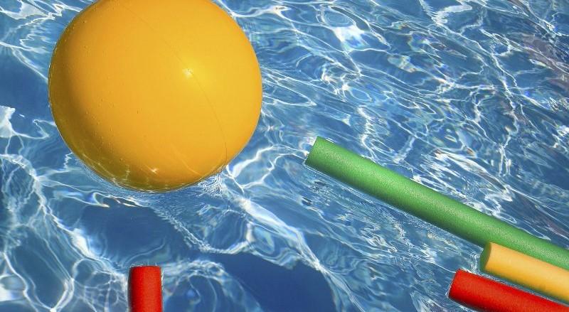 attrezzi per l'allenamento in piscina