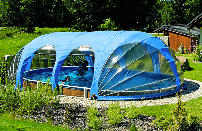 Coperture telescopiche per proteggere la privacy in piscina