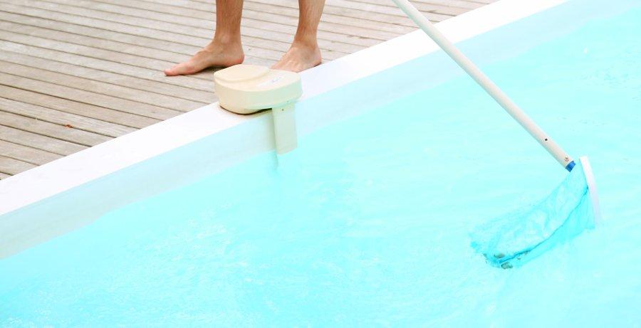 Pulire la vasca per una festa in piscina