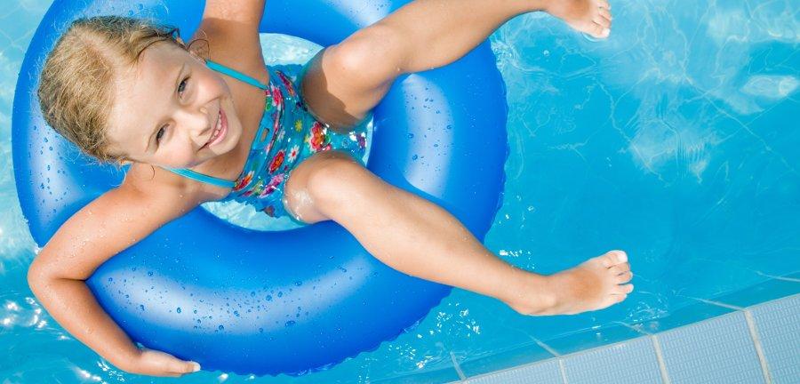 gonfiabili per la festa in piscina