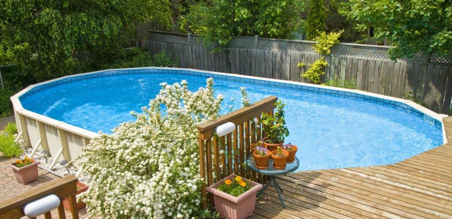 Recinzioni in legno per la privacy in piscina
