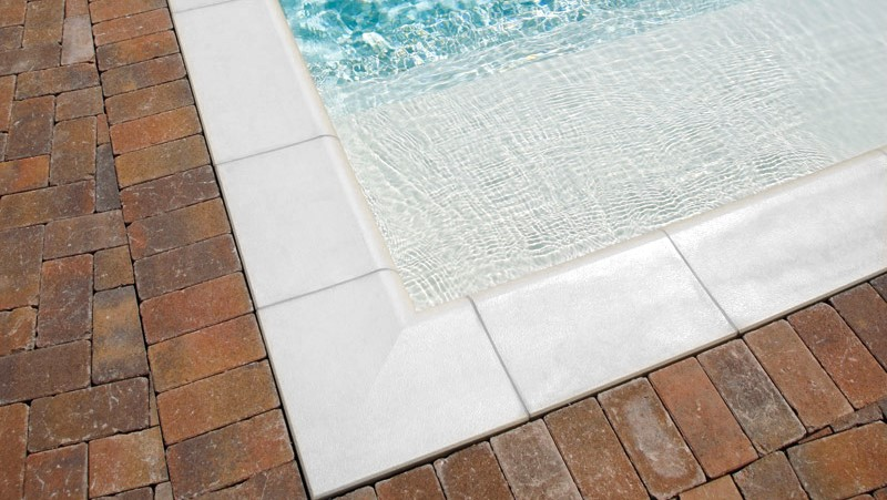 bordi piscina in pietra