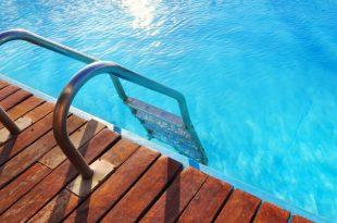 come scegliere la scaletta per piscina