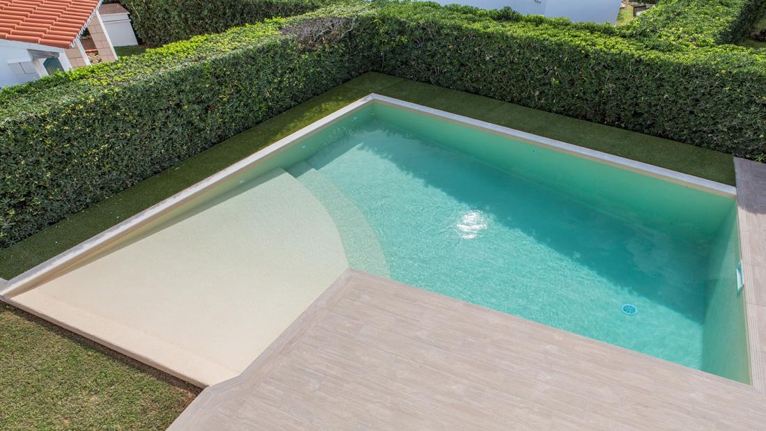 Liner per piscine interrate come scegliere il colore for Piastrelle per interno piscina