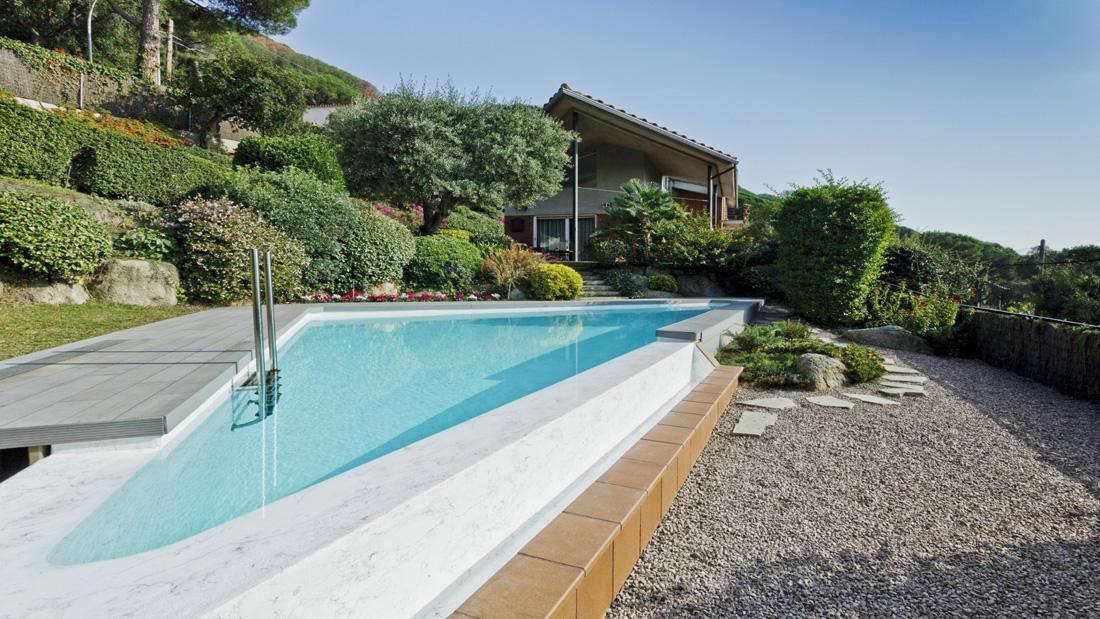 Liner per piscine interrate come scegliere il colore for Riparare piscina