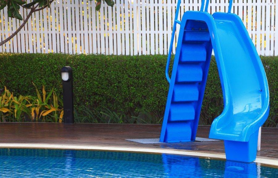 personalizzare la piscina interrata con gli scivoli
