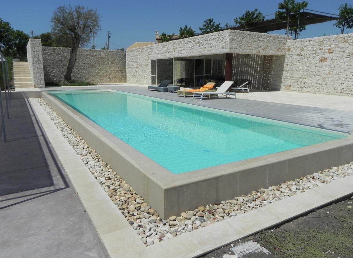 Piscine Sfioro A Cascata il sistema di ricircolo in piscina: funzionalità e impatto