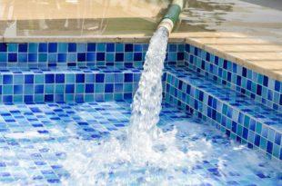 scaricare l'acqua della piscina
