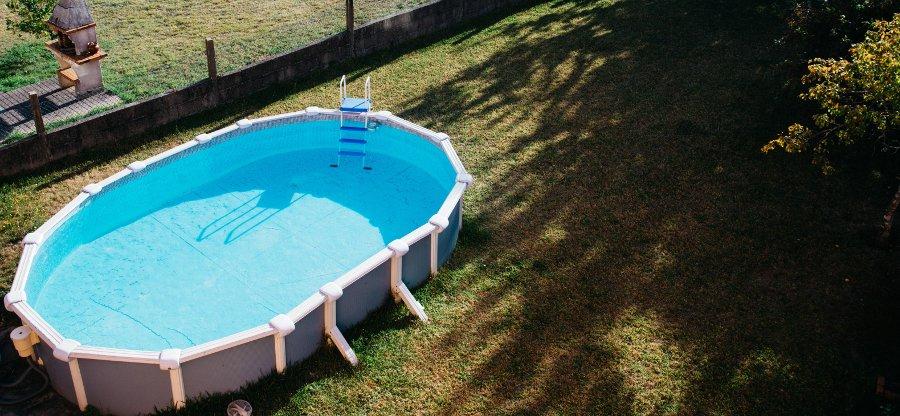 piscina in acciaio fuori terra struttura con contrafforti