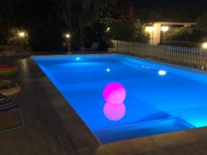 lampade galleggianti in piscina