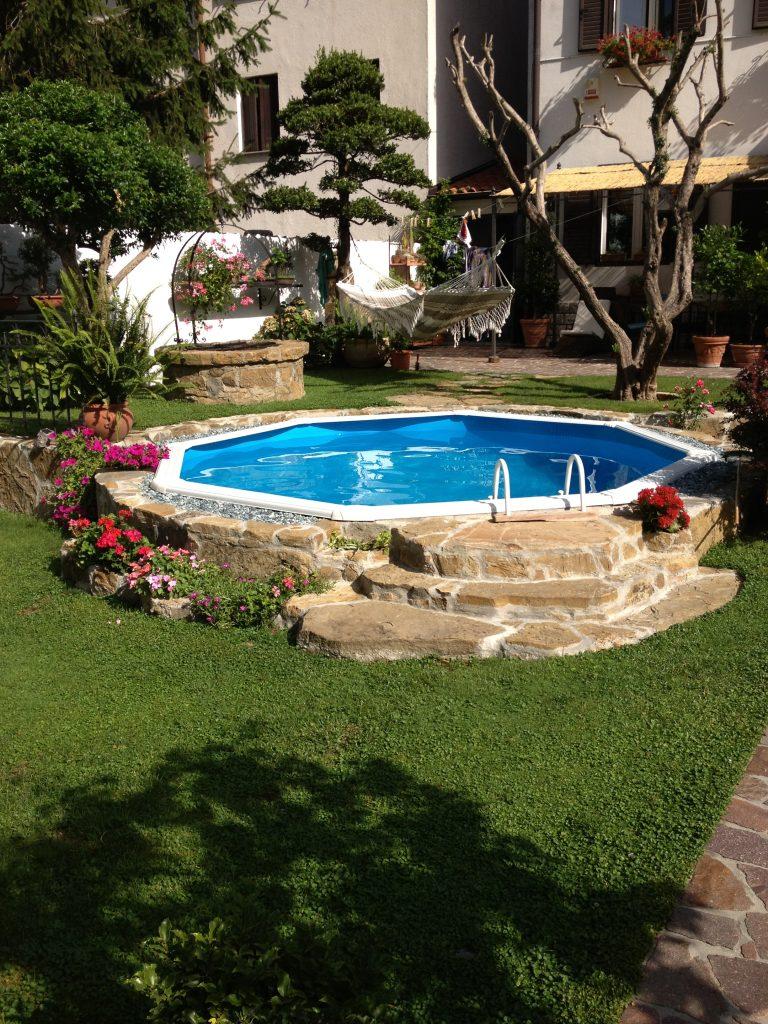 Piscina Su Terreno In Pendenza quando scegliere una piscina seminterrata? - blog piscine