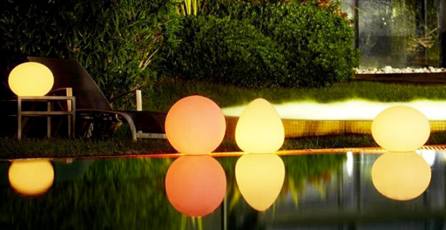 luci galleggianti per piscine fuori terra