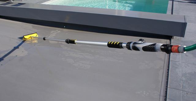 spazzola per pulire copertura piscina