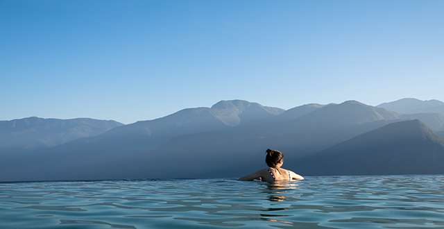 panorama piscina a sfioro