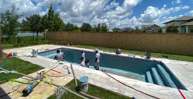 lavoratori in piscina